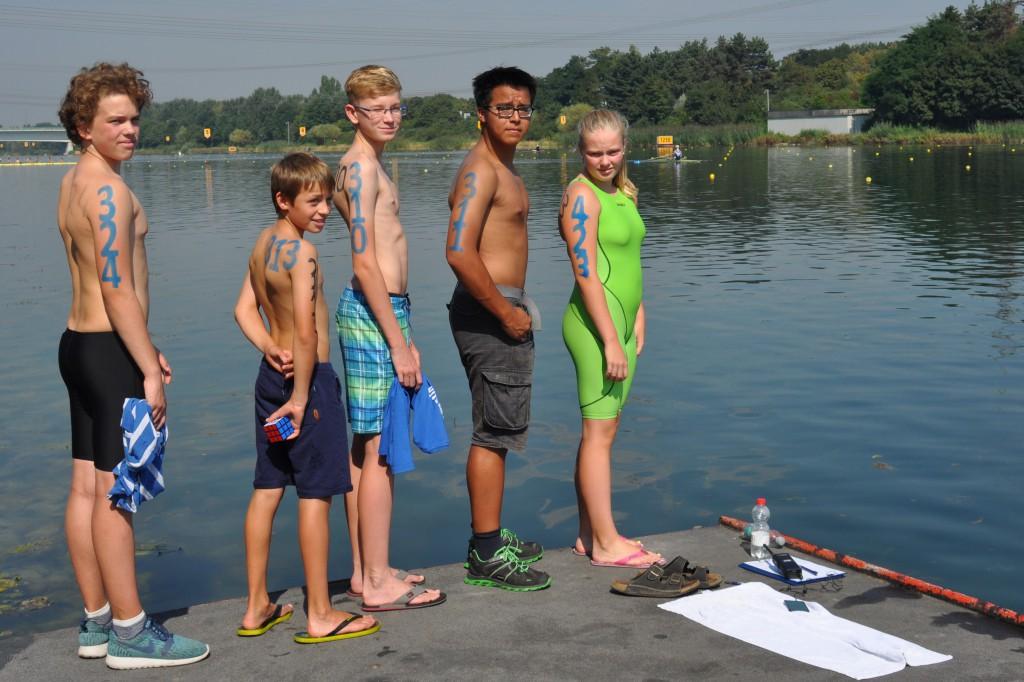 Julian, Sören, Paul, Sebastian und Hannah kurz vor dem Start mit aufgeschriebener Startnummer